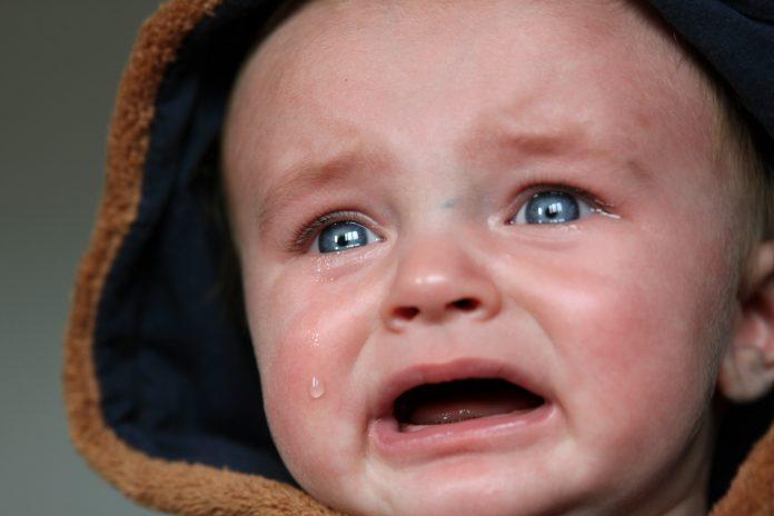 Bebekler neden ağlar, bebek ağlamasını durdurmanın yolları